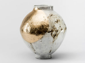 [Full Moon Jar] 30 cm diameter, 32 cm height, wheel thrown stoneware, slip, oxide, glaze, lacquer, gold powder.