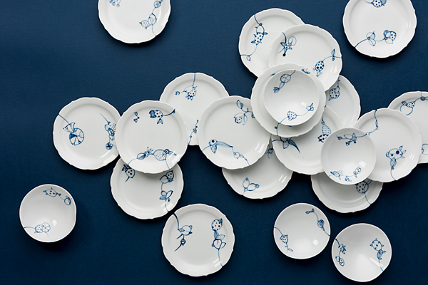 [Porcelain by Keiko Matsui, Photo by Greg Piper]